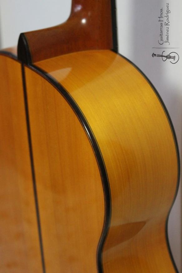 Guitarra de ciprés