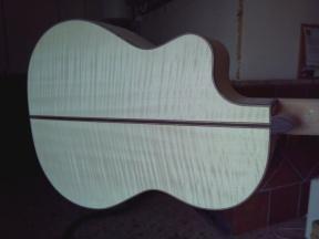 Fondo | Guitarra de arce y pino abeto